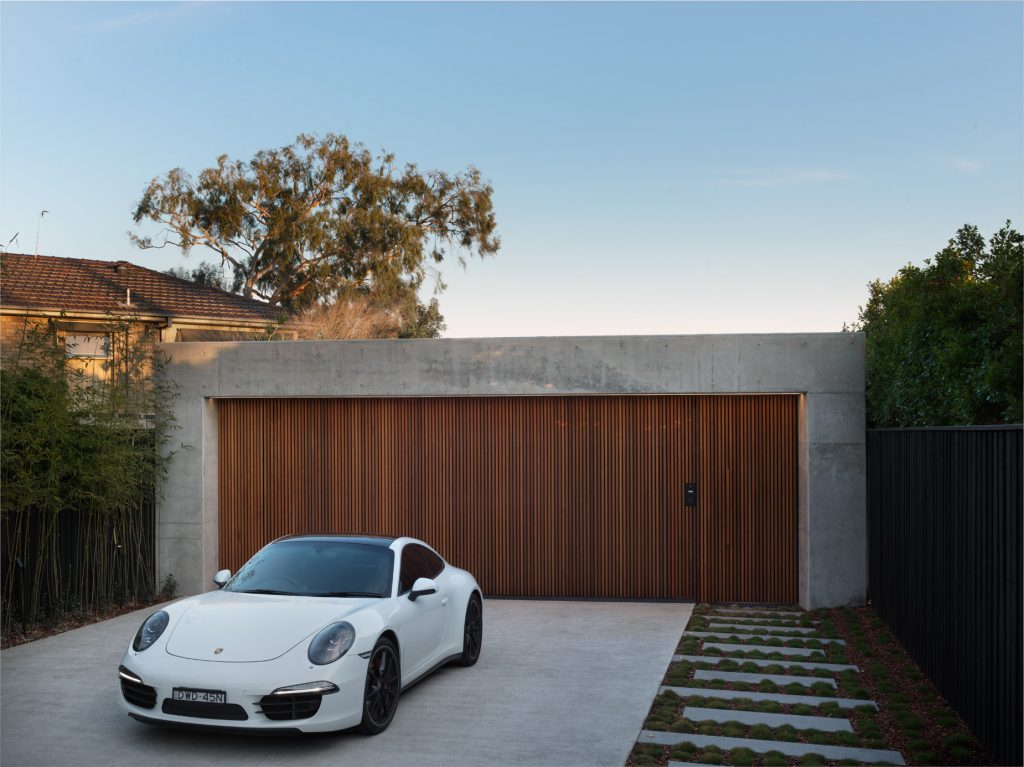 couvaras architects oyster bay house exterior garage driveway