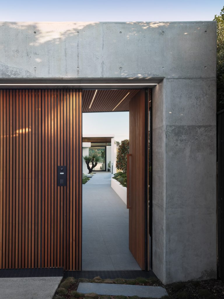 couvaras architects oyster bay house exterior entrance